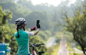 Kvinde på cykeltur