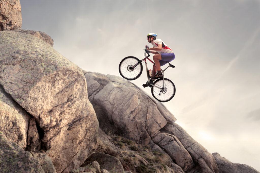 Mand på mountainbike